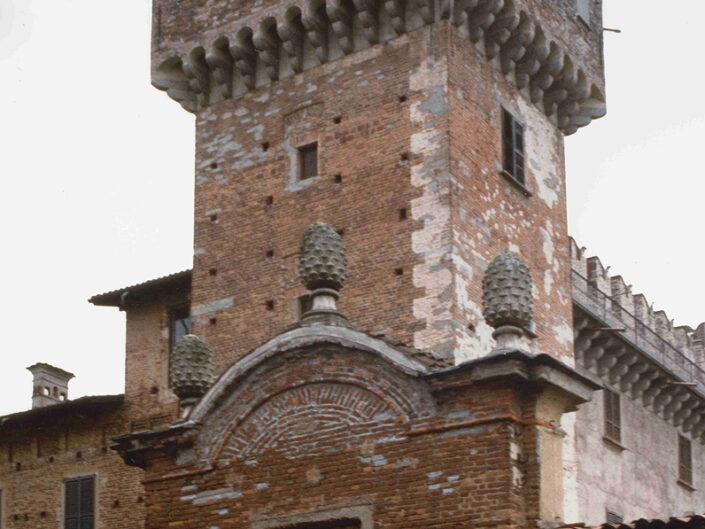 Fondo Afi - Cislago - Castello Castelbarco ( Sec. XIV) - Torrione - Foto Roberto Bosio - 1991