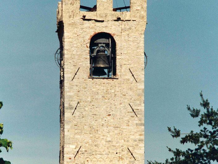 Fondo Afi - Cuveglio - Torre Campanaria della Canonica (Sec. XII-XIII) - Foto Franco Rinaldin - 1991