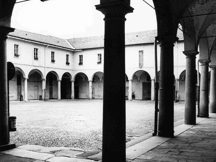 Fondo Afi - Gallarate - Il Broletto - Foto Claudio Argentiero - 1999
