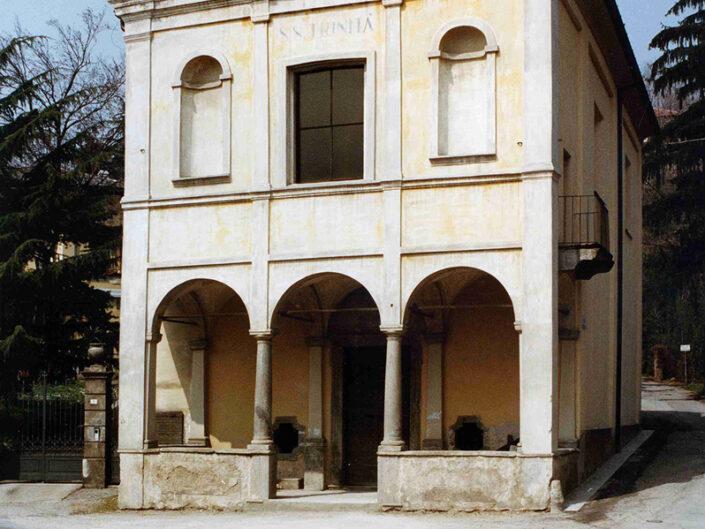 Fondo Afi - Gavirate - Chiesa della Santissima Trinità - Facciata seicentesca -Foto Daniele Zuliani -1991