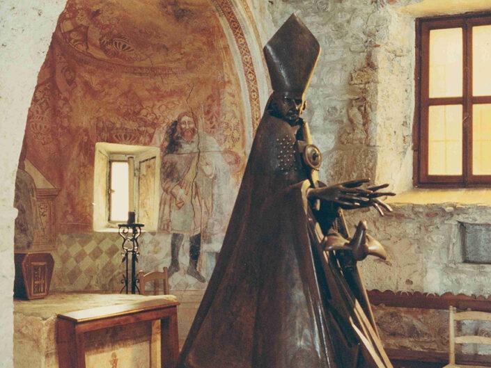 Fondo Afi - Gemonio - Chiesa romanica di San Pietro (Sec.XI) - Affreschi - Foto Claudio Argentiero - 1991