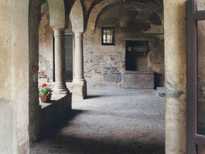 Fondo Afi - Luvinate - Monastro Benedettino (Sec. XI) - Sede Golf Club Varese - Foto Claudio Argentiero - 1990