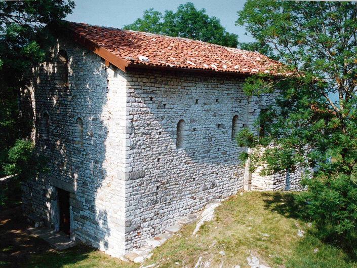 Fondo Afi - Sangiano - Santuario di San Clemente (Sec. XIII) - Metri 581 - Foto Daniele Zuliani - 1990
