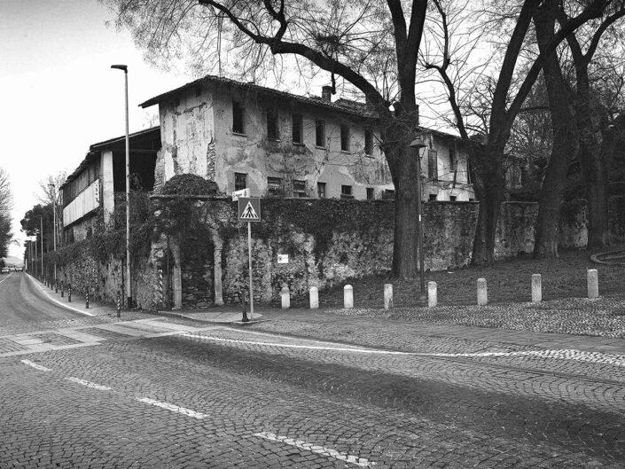 Fondo Afi - Somma Lombardo - SS33 - Veduta sulle ex Fattorie Visconti - Foto Claudio Argentiero - 2020