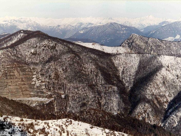 Fondo Afi - Varese - Veduta dal piazzale di Santa Maria del Monte - Paesaggio invernale - Foto Claudio Argentiero - 1991