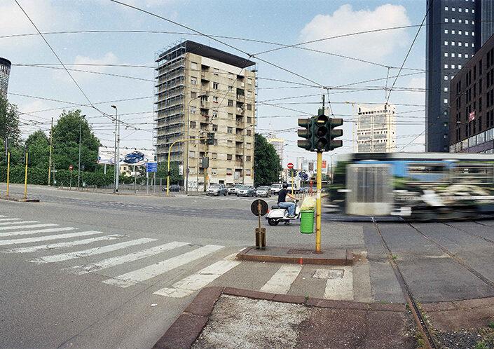 Fondo Claudio Argentiero - Milano - Largo Cimitero Maggiore, angolo via Farini - 2008