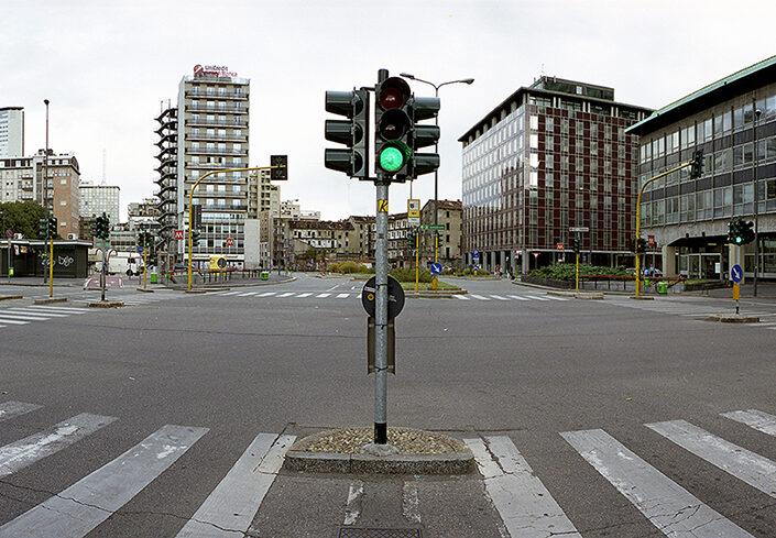 Fondo Claudio Argentiero - Milano - Tra la stazione Garibaldi e la stazione Centrale - 2006