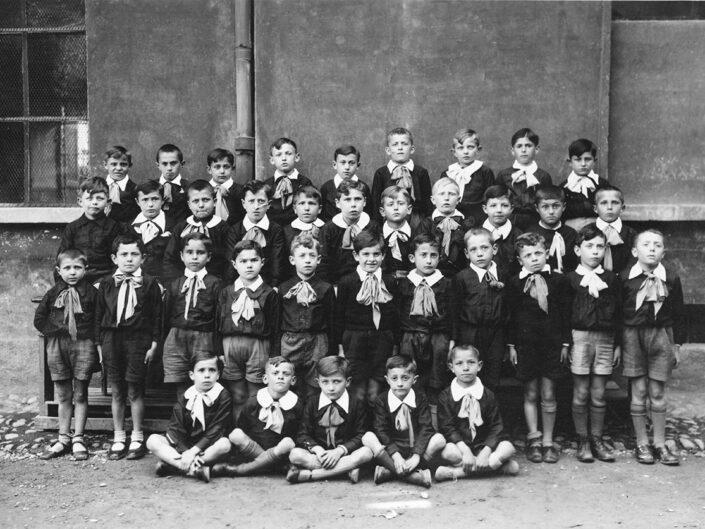Fondo Giusy Rabolini - Album di famiglia - Foto di classe maschile elementare
