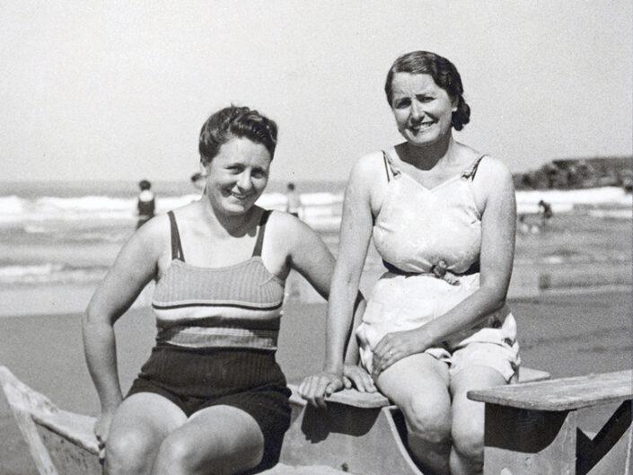 Fondo Giusy Rabolini - Album di famiglia - Ritratto di donne al mare
