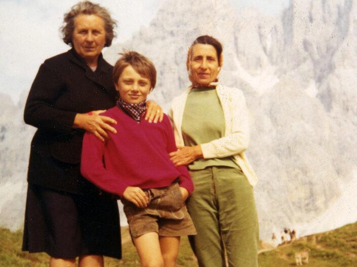 Fondo Giusy Rabolini - Album di famiglia - Ritratto di famiglia in montagna - Agosto 1971