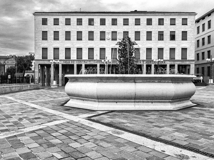 Fondo Simone Vivaldo - Bergamo - Fontana Piazza Libertà - 2020